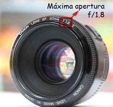 apertura máxima, Los fabricantes de lentes siempre incluyen esta información en el nombre del lente